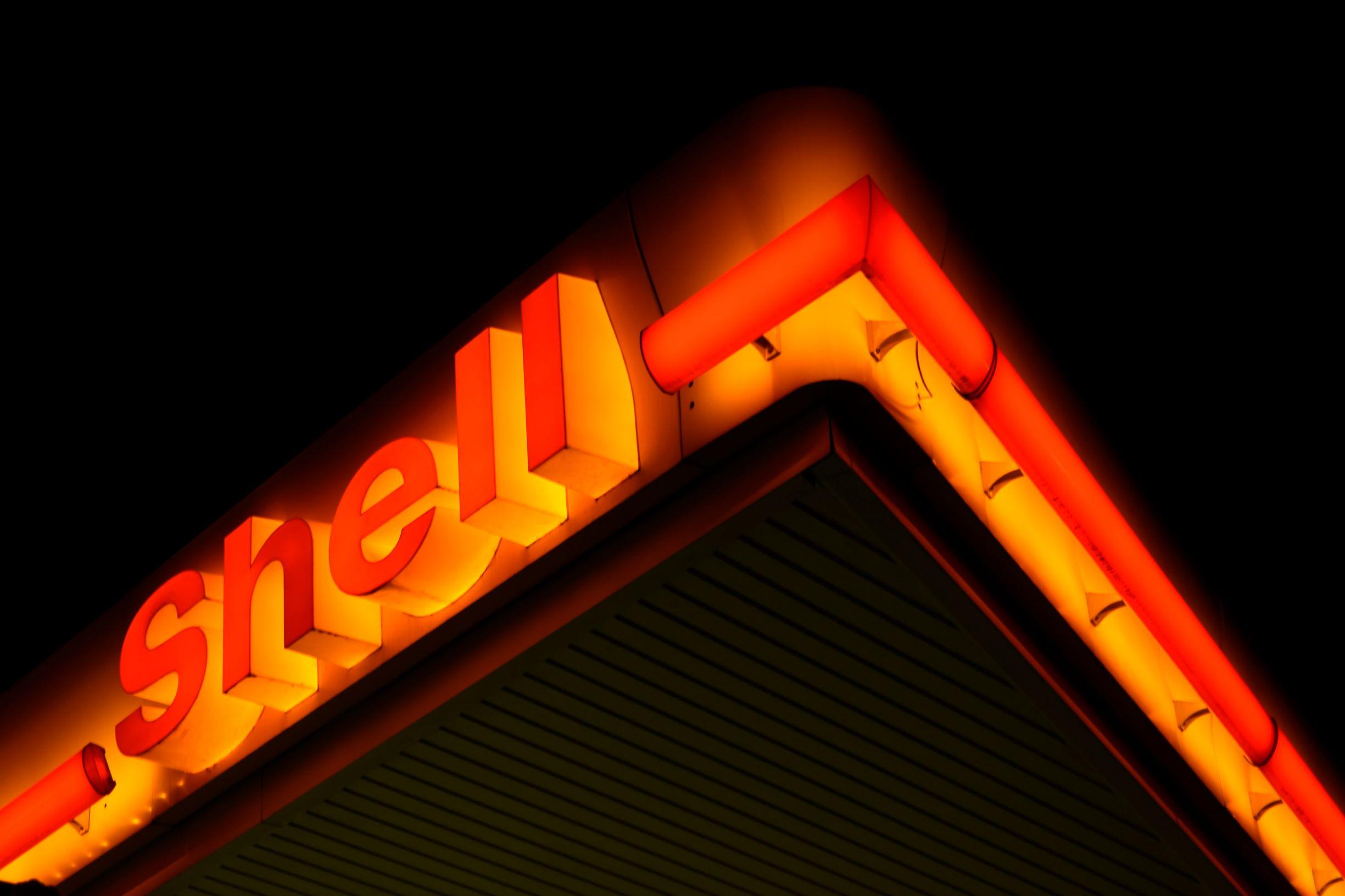 Gericht zwingt Shell zu Verringerung von Emissionen